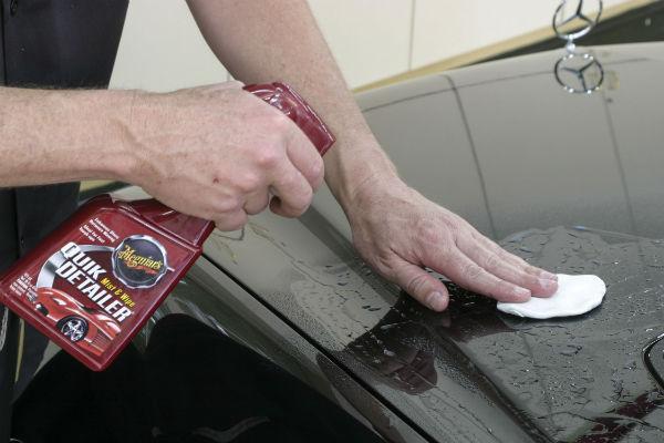Sử dụng đất sét và dung dịch vệ sinh chuyên dụng
